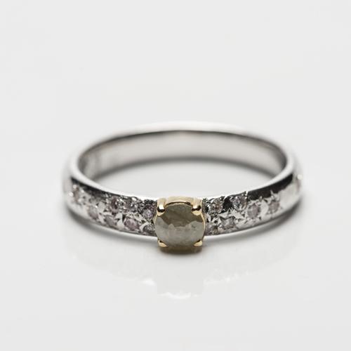 gerhodineerd zilveren ring met geelgoud en diamanten
